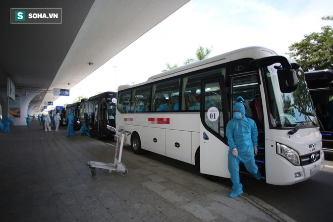 Cận cảnh chuyến bay đưa bà con Đà Nẵng về từ TP HCM - Ảnh 12.