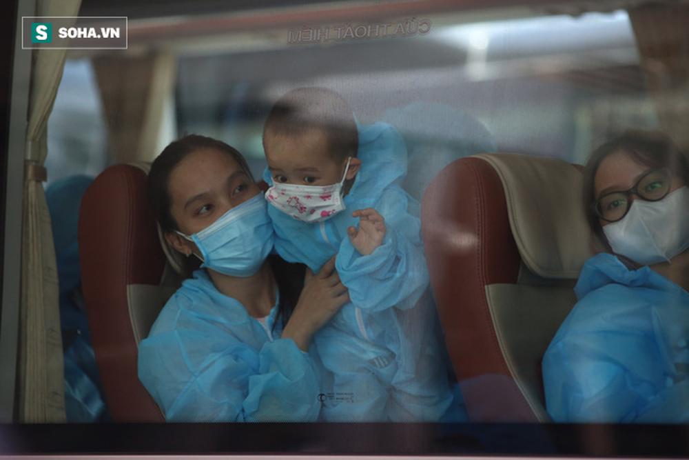 Cận cảnh chuyến bay đưa bà con Đà Nẵng về từ TP HCM - Ảnh 13.