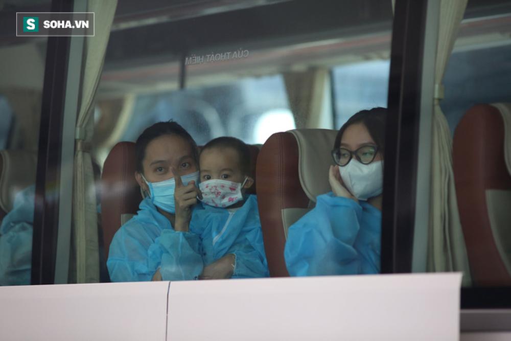 Cận cảnh chuyến bay đưa bà con Đà Nẵng về từ TP HCM - Ảnh 14.