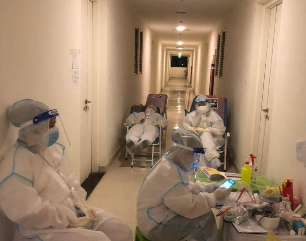 Nữ điều dưỡng tại BV Dã chiến: Chuyện hăm, rát khắp người do đồ bảo hộ đã thành điều bình thường - Ảnh 1.
