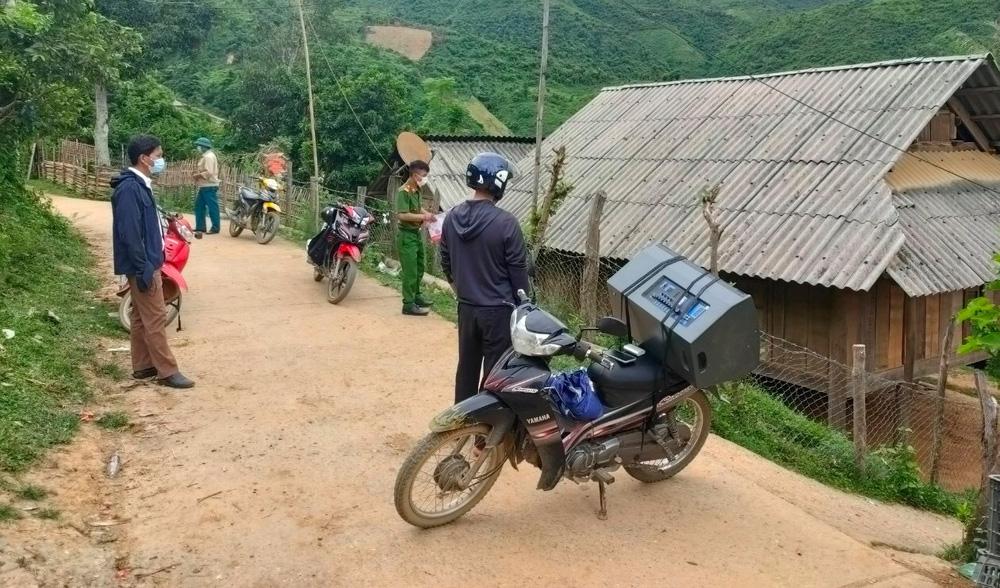 21 người tự đi xe máy từ vùng dịch Bình Dương về Nghệ An - Ảnh 1.