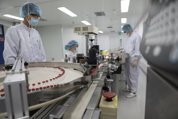 Ảnh: Cận cảnh quy trình gia công, đóng ống vaccine Sputnik V tại Việt Nam - Ảnh 7.