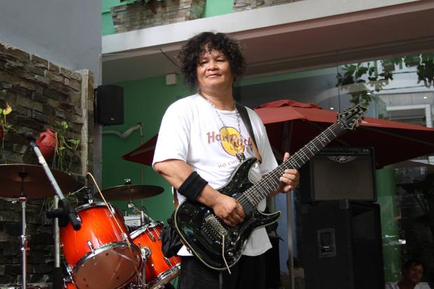 Nam nghệ sĩ Việt qua đời vì Covid-19, vợ con đều đang nhiễm bệnh - Ảnh 2.