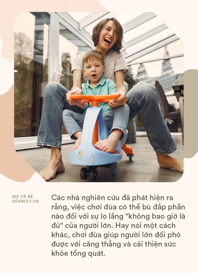 Tận dụng thời gian giãn cách xã hội vì COVID-19 để chơi đùa cùng con cái, bố mẹ nhận về vô vàn lợi ích cho bản thân - Ảnh 1.