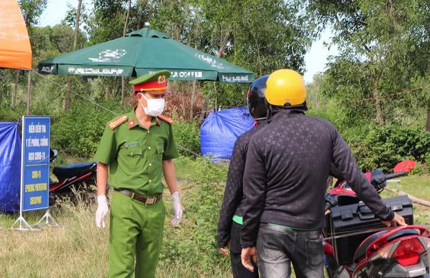 Quảng Nam siết kiểm soát, người từ Đà Nẵng không được vào tỉnh - Ảnh 1.