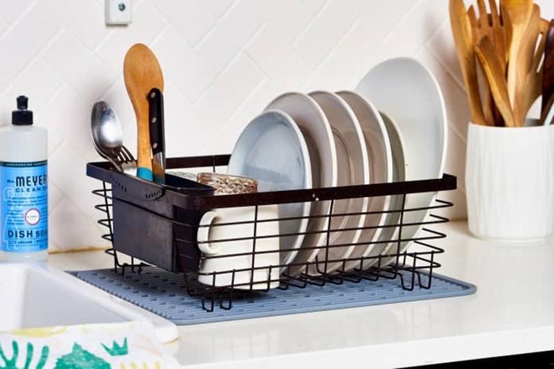 9 mẹo thú vị để việc rửa bát nhẹ nhàng và vui vẻ hơn, mà chẳng cần có máy rửa bát - Ảnh 1.