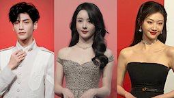 """Thảm đỏ nóng nhất Cbiz tối nay: Triệu Lệ Dĩnh đẹp lấn lướt """"đệ nhất mỹ nhân Bắc Kinh"""" Cảnh Điềm"""