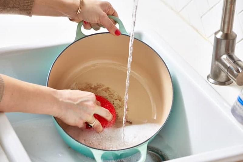 9 mẹo thú vị để việc rửa bát nhẹ nhàng và vui vẻ hơn, mà chẳng cần có máy rửa bát - Ảnh 5.