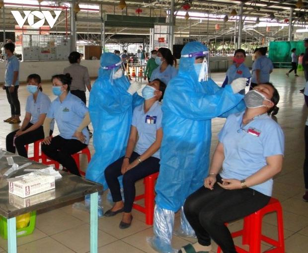 TiềnGiang đưa hơn 80 ca dương tính tạikhu công nghiệpđi điều trị cách ly khẩn cấp - Ảnh 1.