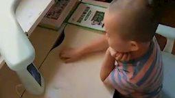 Mẹ tái hôn và có thai, con trai 5 tuổi nói một câu khiến mẹ nghẹn ngào, dân mạng cảm thán: Đau đớn quá!