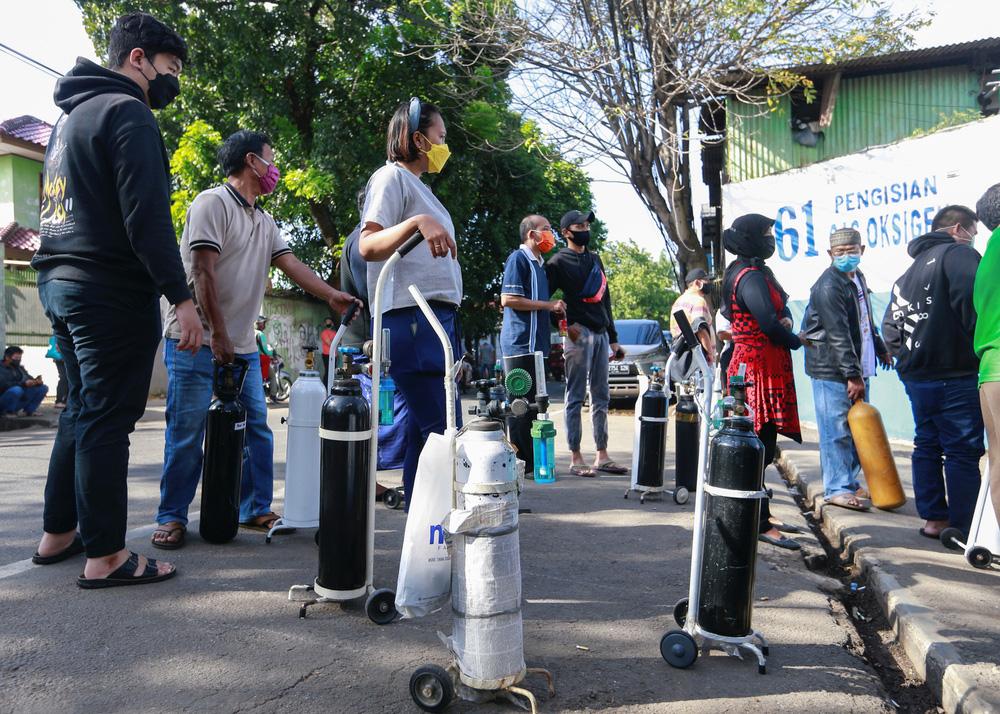 Chuyên gia cảnh báo: Nguy cơ sản sinh siêu biến chủng nguy hiểm hơn cả Delta tại vườn ươm Indonesia - Ảnh 3.