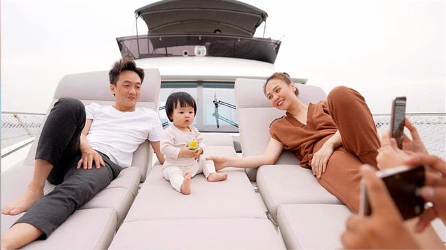 Quan điểm nuôi con trái ngược của Hồ Ngọc Hà và Đàm Thu Trang: Người cho con đóng quảng cáo, người phản đối kịch liệt - Ảnh 4.