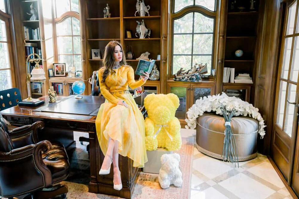 Nữ tỷ phú gốc Việt 52 tuổi vẫn đẹp nóng bỏng, sống siêu giàu trong biệt thự 800 tỷ ở Mỹ - Ảnh 4.