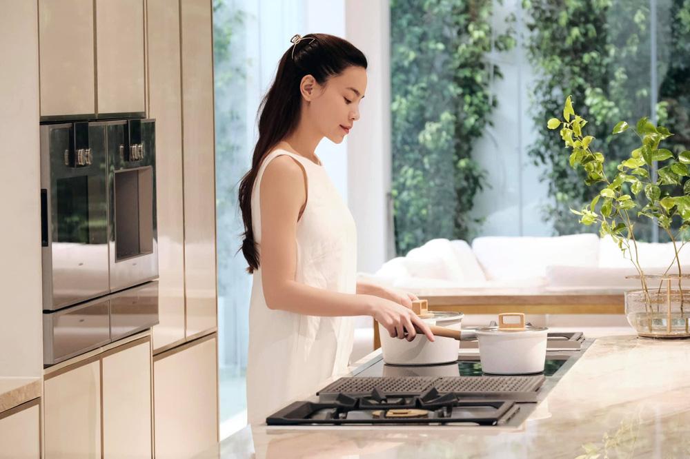 Cận cảnh căn bếp đặc biệt trong biệt thự mới tậu của vợ chồng Hồ Ngọc Hà - Ảnh 6.