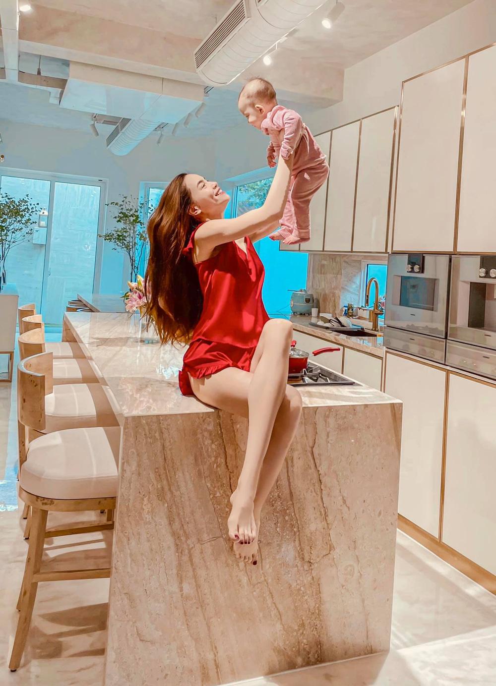 Cận cảnh căn bếp đặc biệt trong biệt thự mới tậu của vợ chồng Hồ Ngọc Hà - Ảnh 2.