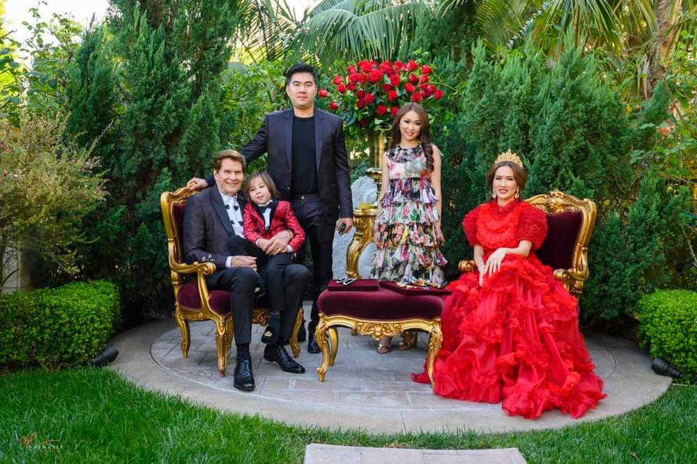 Nữ tỷ phú gốc Việt 52 tuổi vẫn đẹp nóng bỏng, sống siêu giàu trong biệt thự 800 tỷ ở Mỹ - Ảnh 11.