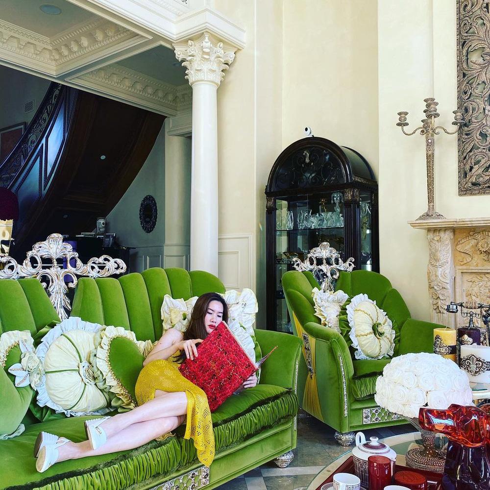 Nữ tỷ phú gốc Việt 52 tuổi vẫn đẹp nóng bỏng, sống siêu giàu trong biệt thự 800 tỷ ở Mỹ - Ảnh 3.