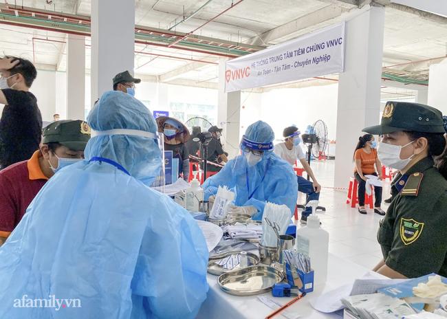 Bình Dương vượt mốc 22.000 ca nhiễm COVID-19, thành lập Văn phòng thường trực cho chiến dịch tiêm vắc xin