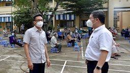 Phó Thủ tướng Vũ Đức Đam xuất hiện giản dị tại một điểm tiêm vắc xin ở quận Bình Thạnh: Dồn sức điều trị, tiêm chủng ở TP.HCM
