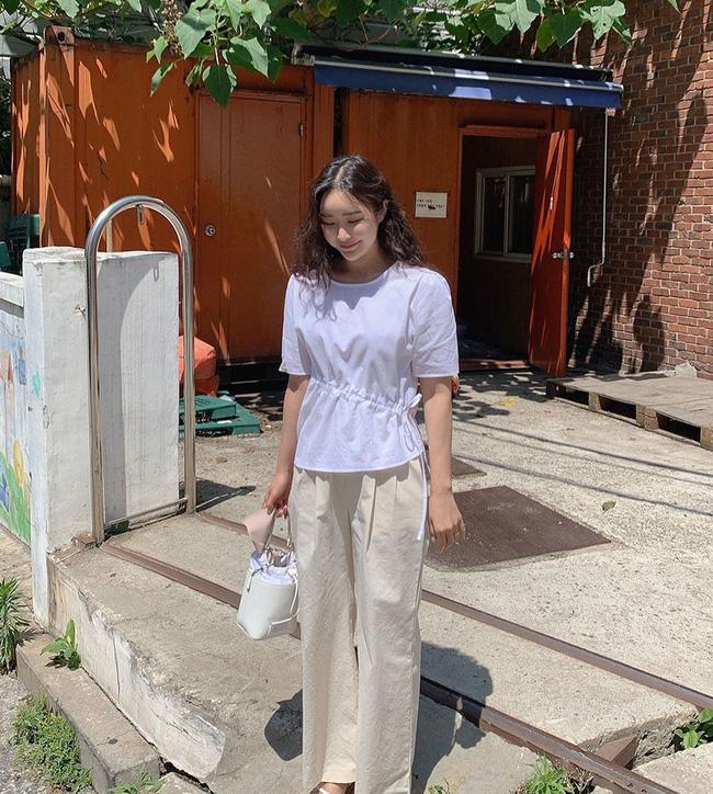 12 cách mặc áo blouse trắng của gái Hàn  - Ảnh 12.