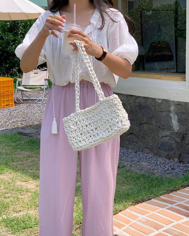 12 cách mặc áo blouse trắng của gái Hàn  - Ảnh 11.