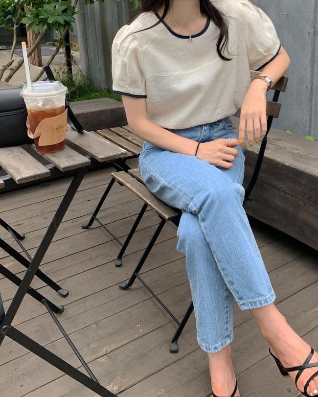 12 cách mặc áo blouse trắng của gái Hàn  - Ảnh 13.