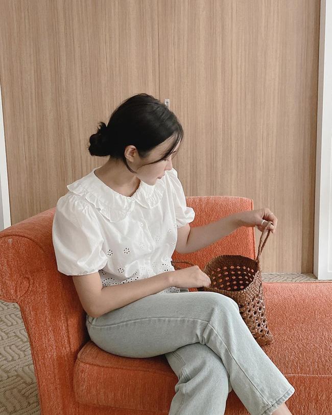 12 cách mặc áo blouse trắng của gái Hàn  - Ảnh 9.