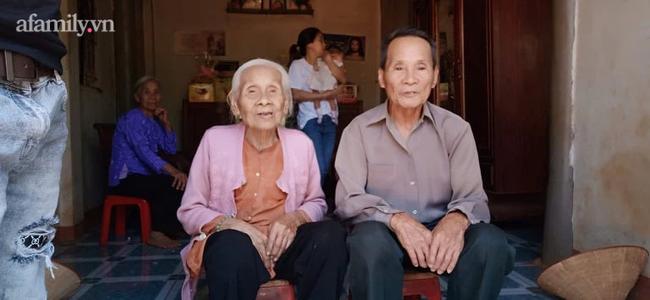 """Chuyện tình đặc biệt của cặp đôi """"phi công"""" chồng 85, vợ 100 tuổi và tuyên bố cực bất ngờ: Lấy """"chồng trẻ"""" nên bây giờ về già mới được nhờ! - Ảnh 7."""