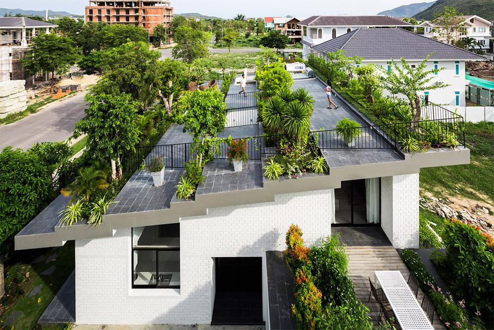 Thêm một công trình đỉnh cao của KTS Võ Trọng Nghĩa: Ngôi nhà với ruộng bậc thang trên mái, ngắm mà phải thốt lên ờ mây zing - Ảnh 1.