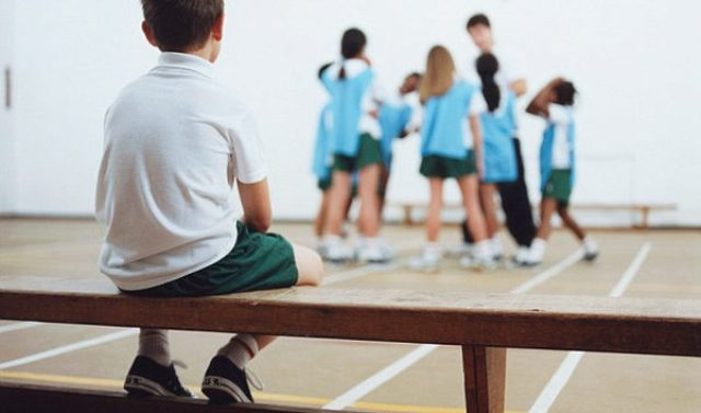 Dữ liệu sốc: 5 trẻ thì có đến 2 trẻ thiếu tình thương, bố mẹ cần làm ngay 2 điều này để giúp trẻ - Ảnh 1.