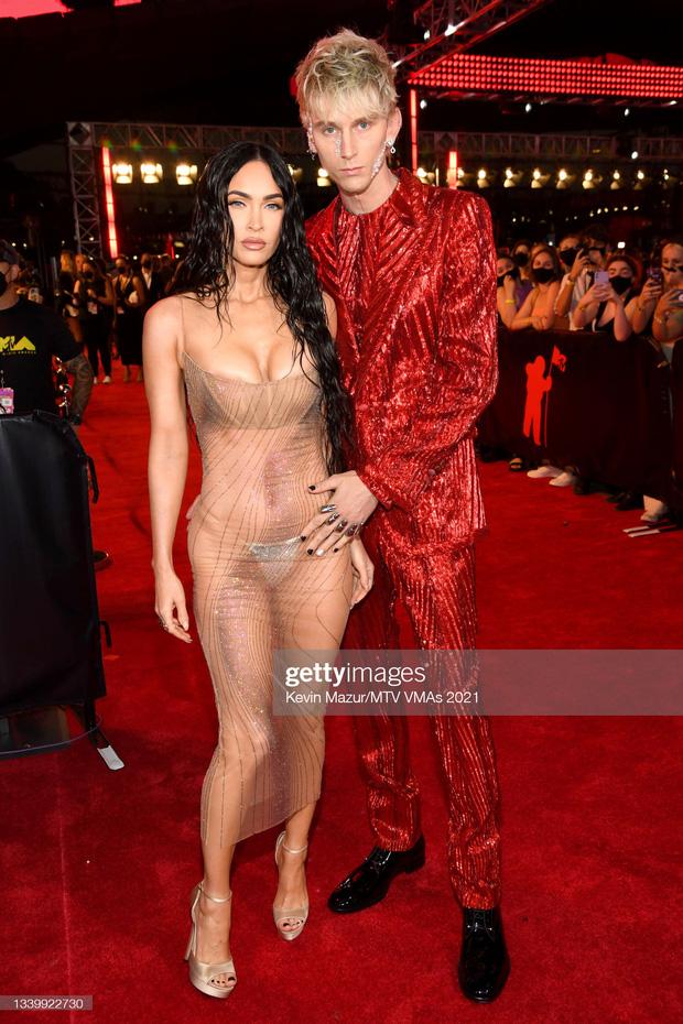 """Siêu thảm đỏ VMAs 2021: Olivia Rodrigo ngực khủng đè bẹp Camila Cabello """"dừ chát"""", Megan Fox mặc như không dẫn đầu dàn mỹ nhân phô da thịt - Ảnh 7."""