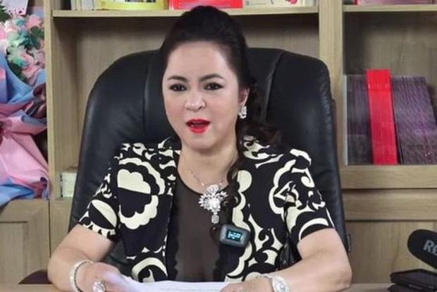 """Sau 6 tháng """"khẩu chiến"""": Bà Phương Hằng tuyên bố dừng livestream, còn loạt nghệ sĩ này thông báo dừng làm từ thiện - Ảnh 1."""