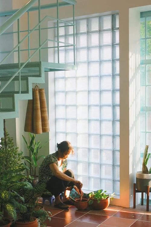 Vợ chồng giáo viên mỹ thuật phù phép nhà cũ 30 năm tuổi thành không gian chuẩn nghệ, ngắm góc nào cũng thấy thích - Ảnh 16.