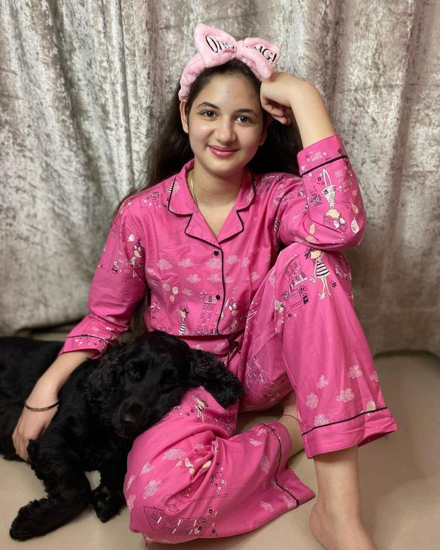 Sao nhí xinh nhất Ấn Độ dậy thì thất bại sau 6 năm: Từ tiểu công chúa được kỳ vọng thành minh tinh đến thiếu nữ già hơn tuổi - Ảnh 9.