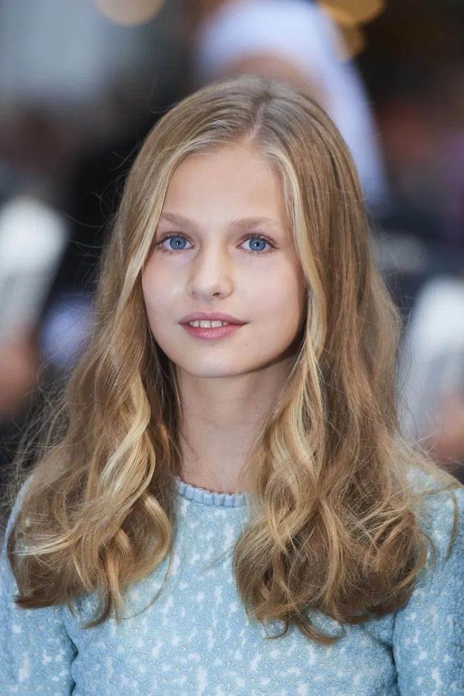 Công chúa Tây Ban Nha càng lớn càng xinh đẹp, phong cách thời trang đẳng cấp đúng chuẩn Nữ hoàng tương lai - Ảnh 2.
