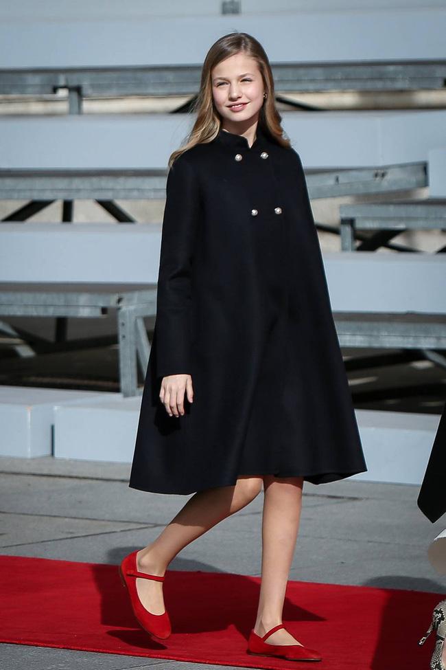 Công chúa Tây Ban Nha càng lớn càng xinh đẹp, phong cách thời trang đẳng cấp đúng chuẩn Nữ hoàng tương lai - Ảnh 6.