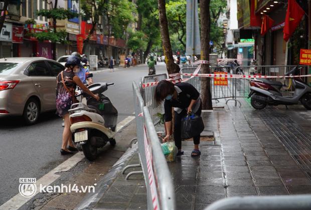 Ảnh: Phong toả 5 tiệm vàng trên phố Trần Nhân Tông sau ca dương tính SARS-CoV-2 - Ảnh 7.