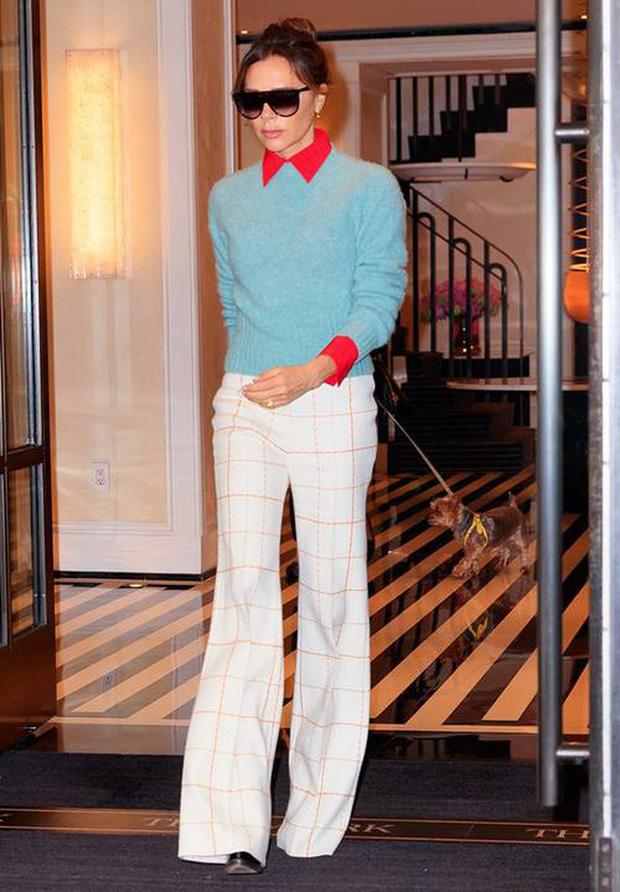 Victoria Beckham có 1 item hack dáng đỉnh cao nhưng để mặc đẹp còn cần sự nâng đỡ tuyệt vời từ ông chồng - Ảnh 1.