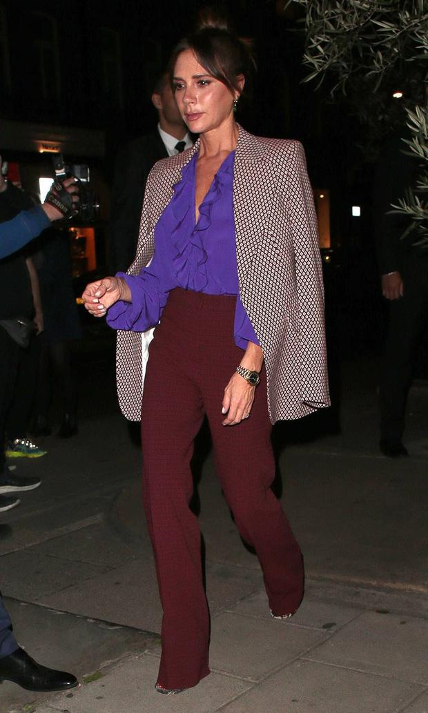 Victoria Beckham có 1 item hack dáng đỉnh cao nhưng để mặc đẹp còn cần sự nâng đỡ tuyệt vời từ ông chồng - Ảnh 2.