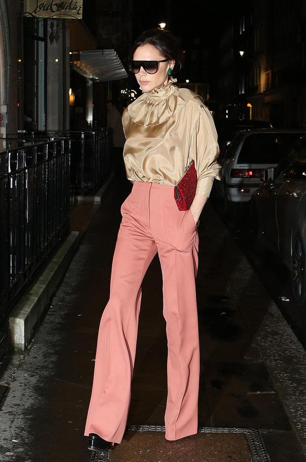 Victoria Beckham có 1 item hack dáng đỉnh cao nhưng để mặc đẹp còn cần sự nâng đỡ tuyệt vời từ ông chồng - Ảnh 6.