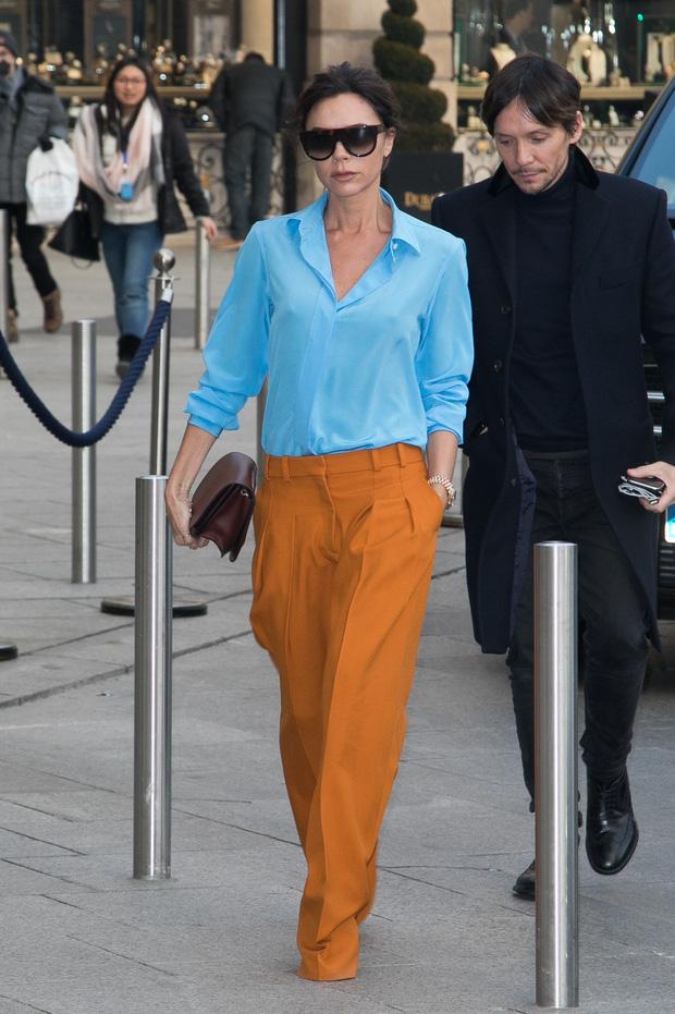Victoria Beckham có 1 item hack dáng đỉnh cao nhưng để mặc đẹp còn cần sự nâng đỡ tuyệt vời từ ông chồng - Ảnh 5.