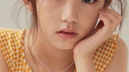 """""""Mẫu nhí đẹp nhất Hàn Quốc"""" từng bị đồn ngưng phát triển chiều cao do lạm dụng mỹ phẩm, khiến MXH nhốn nháo 1 thời giờ ra sao?"""
