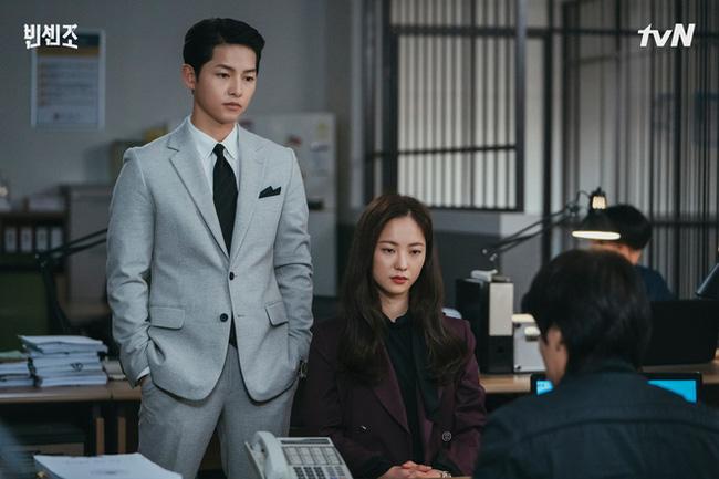 Mặc blazer như nữ chính phim Hàn: - Ảnh 2.