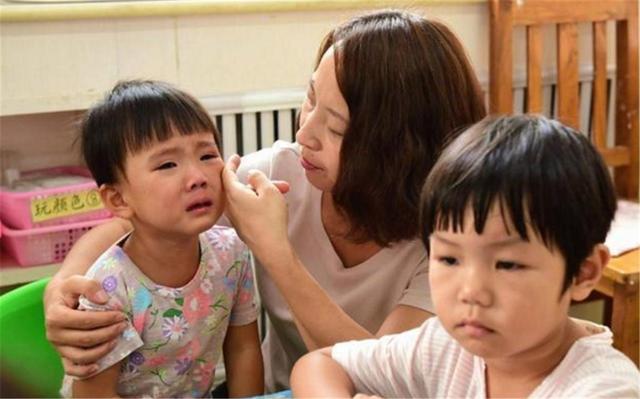 Có một khoảng cách lớn giữa trẻ hay khóc nhè và trẻ không thể khóc, sự thật khiến nhiều phụ huynh day dứt vì cách làm của mình - Ảnh 2.