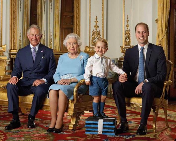 Không phải đỏ hay vàng, đây mới là màu thể hiện được sự quyền lực và giàu có mà người trong hoàng gia ưa chuộng - Ảnh 2.