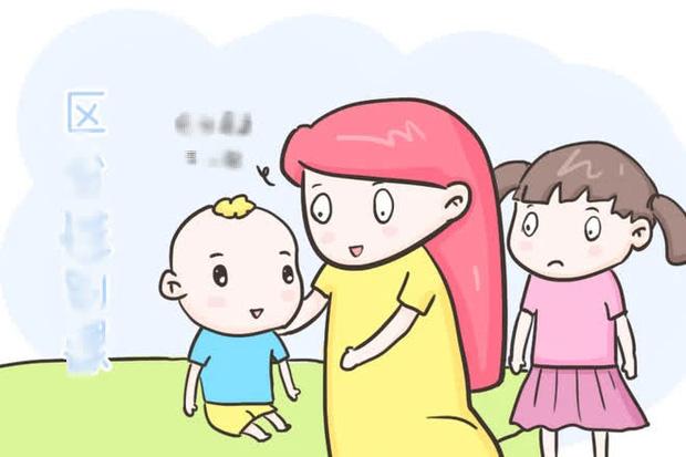 Con gái đi tắm hỏi mẹ: Tại sao cơ thể của con với mẹ khác nhau?, bà mẹ trả lời một câu mà được khen khéo quá - Ảnh 3.