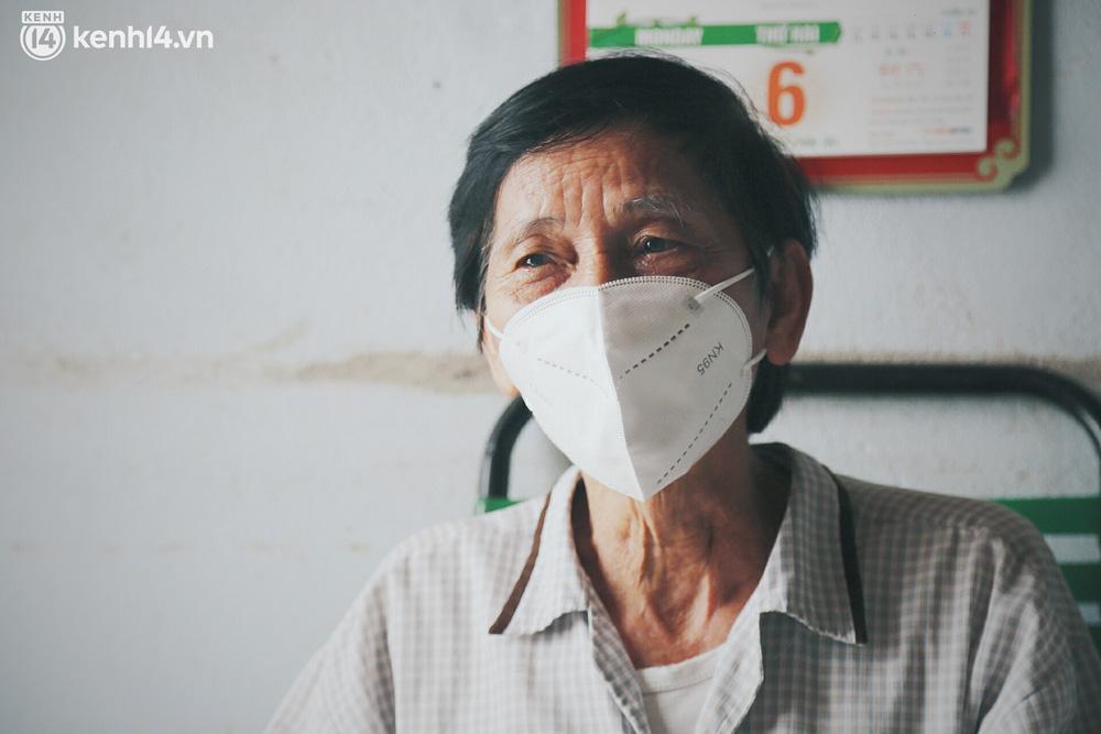 Gặp chú chủ trọ cầm xấp tiền 200.000 tặng từng người thuê ở Sài Gòn: Bà con khổ quá rồi, mình có thì giúp thôi - Ảnh 6.