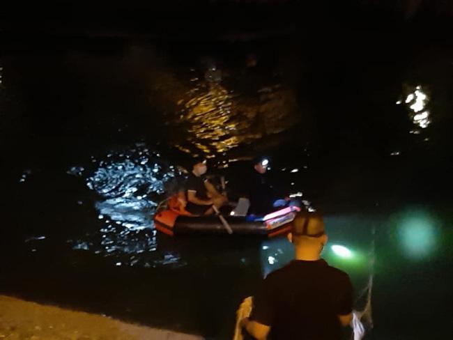 Hà Nội: Đang tìm kiếm cụ bà nhảy xuống sông Tô Lịch, nghi vấn tự tử - Ảnh 1.