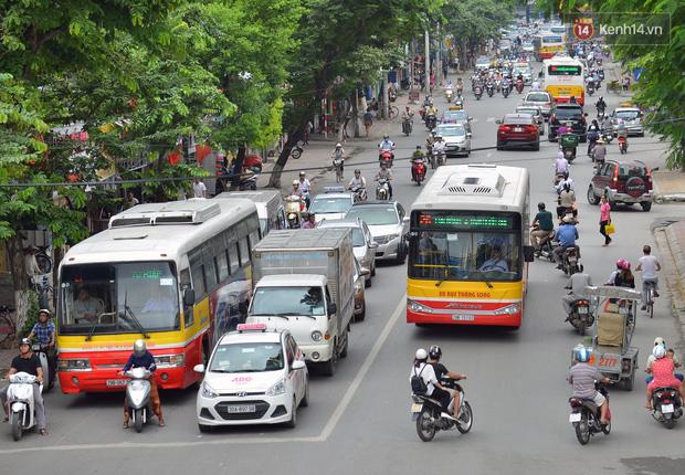 Hà Nội cho phép xe buýt, xe taxi được hoạt động từ 6h ngày mai 14/10 - Ảnh 2.