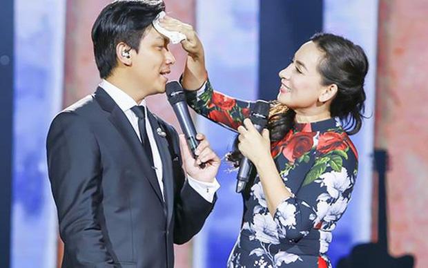 Netizen chú ý hình ảnh vòng hoa Mạnh Quỳnh gửi viếng Phi Nhung tại tang lễ ở Mỹ, chỉ 2 chữ nghe mà xót xa - Ảnh 4.